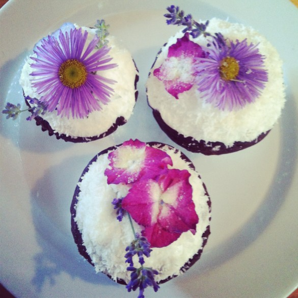 Party guests were invited to bring Cupcakes for dessert...decorated with a Garden Theme, bien sur!