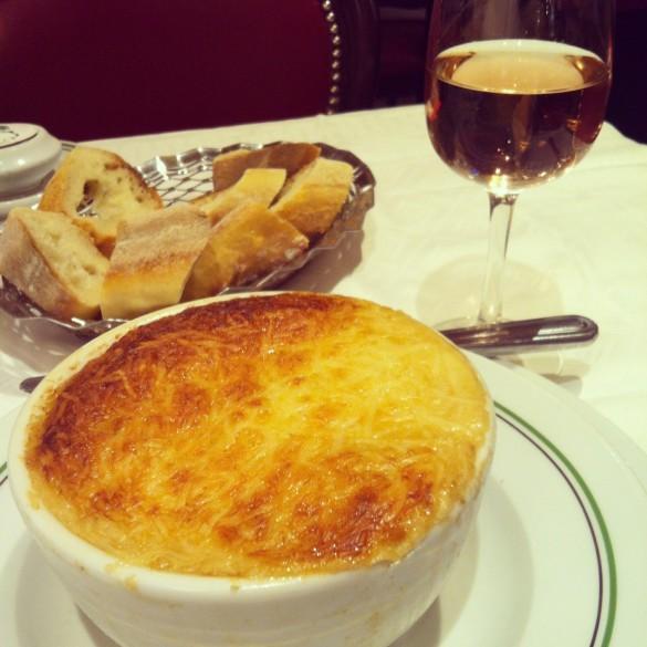 Unforgettable French Onion Soup or Soupe à l'oignon gratinée